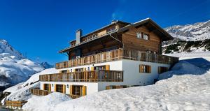 winterchalets_austrian_alps_t